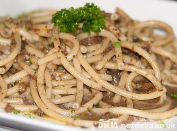 Bucatini with mushrooms and truffle sauce